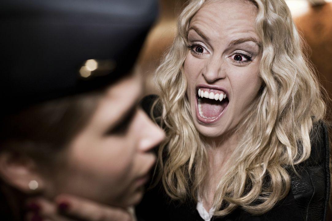 Ick beiß dir!: Louise (Nina Hoss, r.) ... - Bildquelle: 2010 Constantin Film Verleih GmbH.