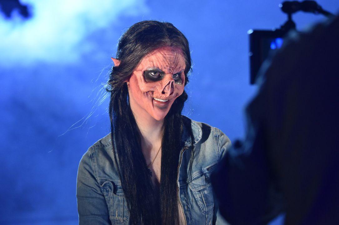 Das Zombiemädchen Vanessa sucht einen Mann mit Manieren, der am besten auch noch gut gekleidet ist ... - Bildquelle: Andre Kowalski Sixx