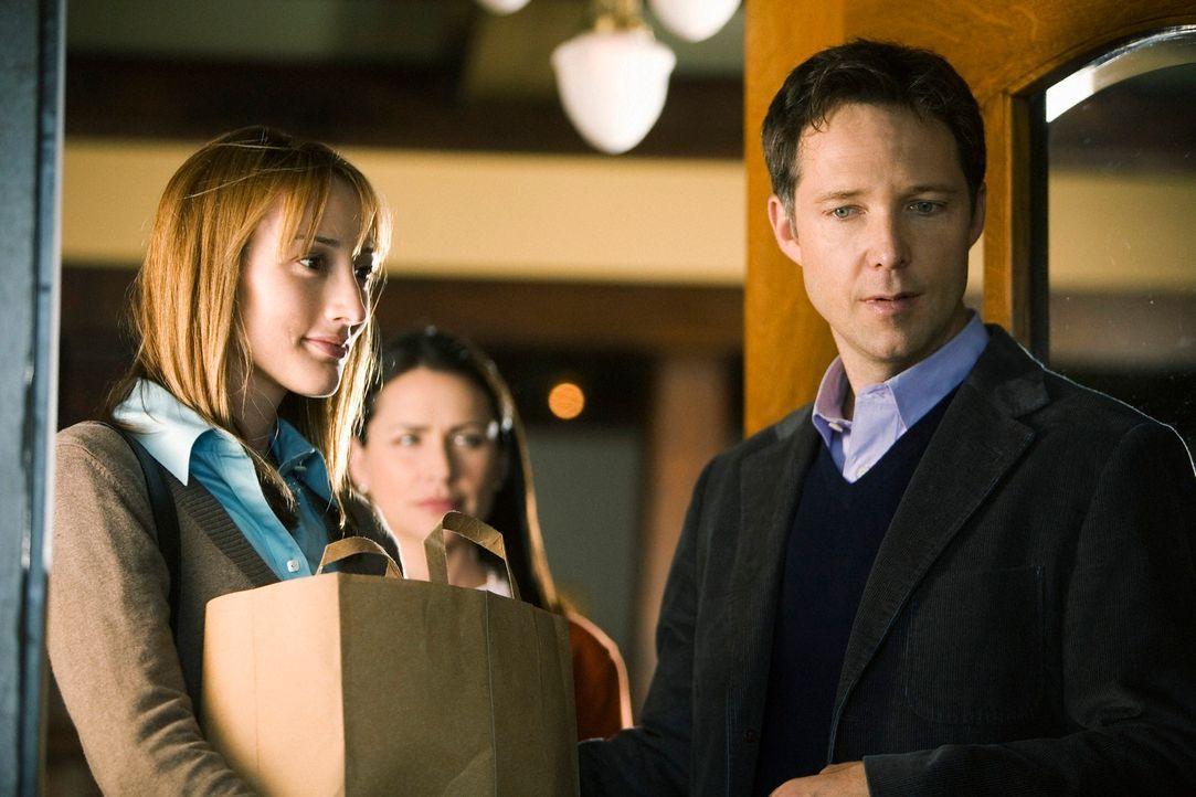 Tammy (Rena Sofer, M.) ist sehr erstaunt, als sie eine neue Frau (Bree Turner, l.) an der Seite ihres Mannes Roger (George Newbern, r.) sieht ... - Bildquelle: ABC Studios