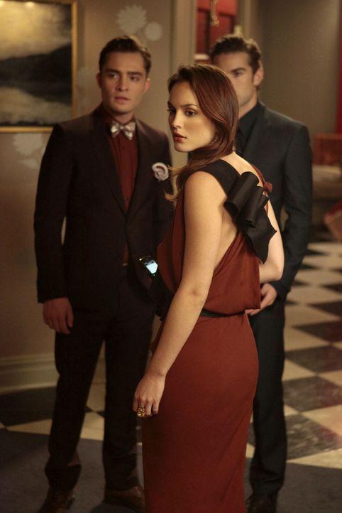 Dan will sich an Chuck (Ed Westwick, l.) und Blair (Leighton Meester, M.) rächen, weil die beiden Jenny aus der Stadt vertrieben haben. Er will Blai... - Bildquelle: Warner Bros. Television