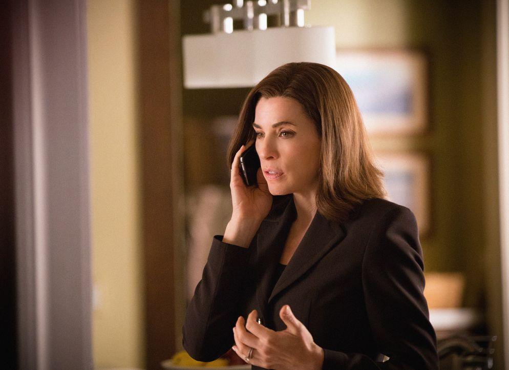 """Alicia """"Wahlbetrügerin"""" Florrick (Julianna Margulies) ist, nachdem sie ihr Amt niederlegen musste, in ein tiefes Loch gefallen ... - Bildquelle: 2012 CBS Broadcasting Inc. All Rights Reserved."""