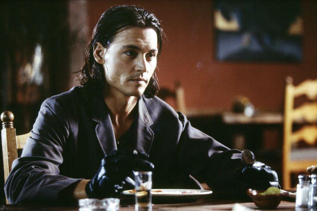 CIA-Agent Sands (Johnny Depp) will einen furchtlosen Mordplan gewinnen in den der Präsident von Mexiko, ein kompromissloser Drogenbaron und ein korr... - Bildquelle: Columbia Pictures Corporation