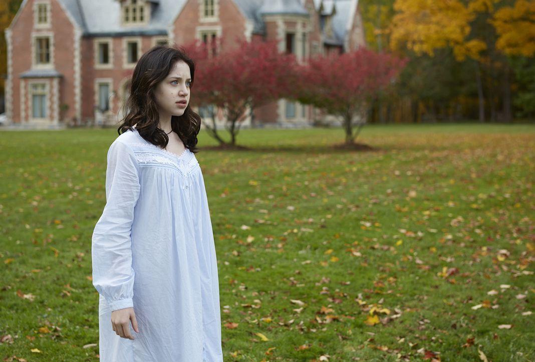 Auch, wenn Savannah (Kiara Glasco) bereits ahnt, dass eine große Gefahr auf sie und das Rudel zukommt, ist ihr das wahre Ausmaß nicht bewusst ... - Bildquelle: 2015 She-Wolf Season 2 Productions Inc.