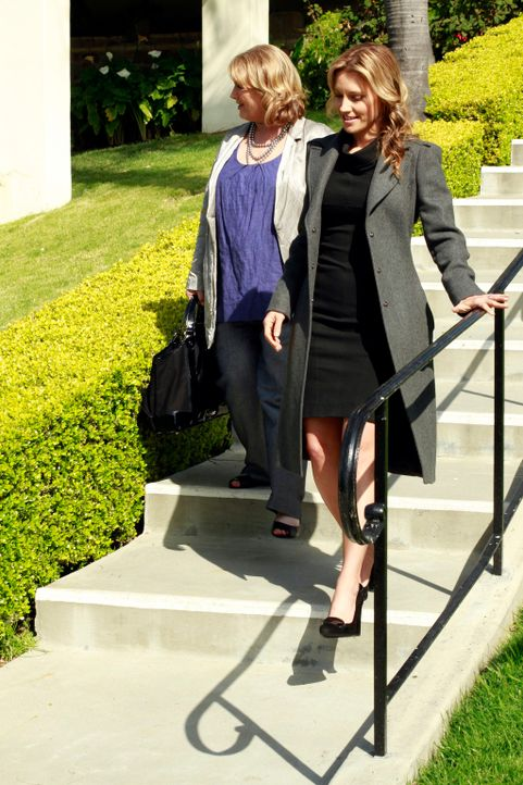 Sind von Coopers Eltern enttäuscht: Charlotte (KaDee Strickland, r.) und ihre Mutter (Tess Harper, l.) ... - Bildquelle: ABC Studios