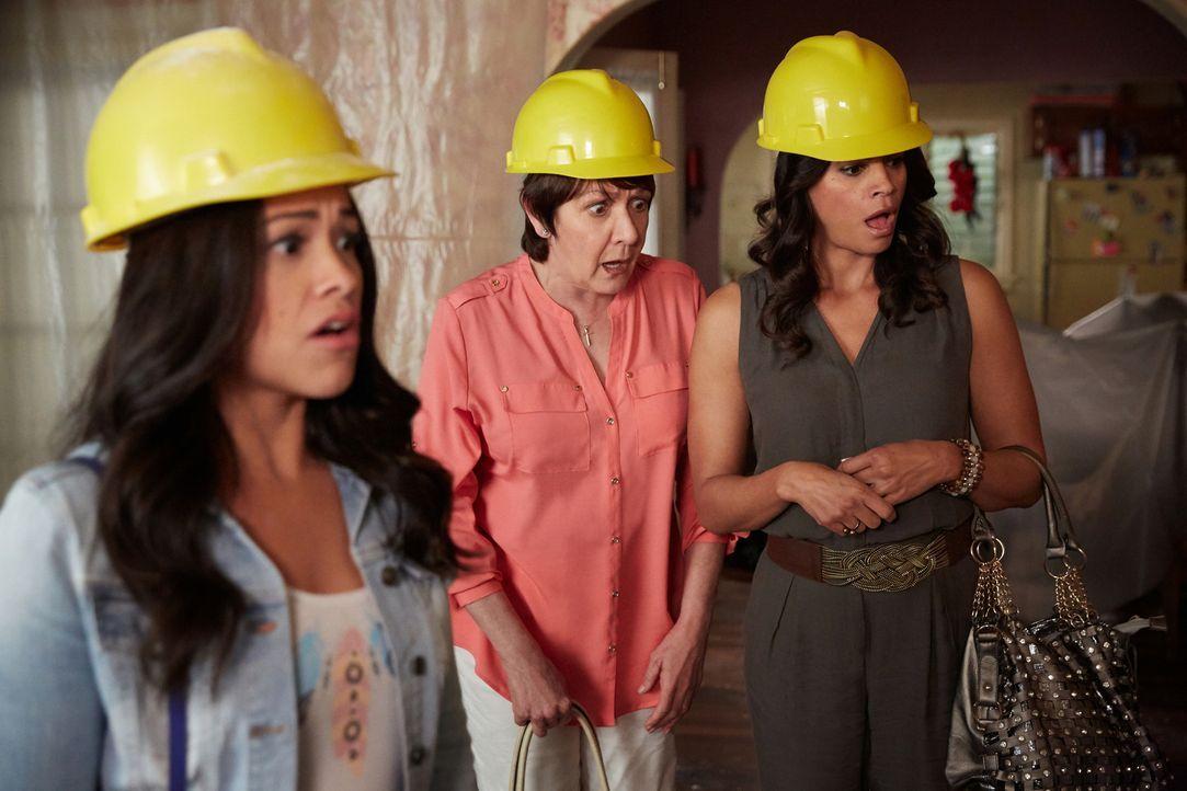 Stehen vor einem großen Problem: Jane (Gina Rodriguez, l.), Alba (Ivonne Coll, M.) und Xo (Andrea Navedo, r.) ... - Bildquelle: Tyler Golden 2016 The CW Network, LLC. All rights reserved.