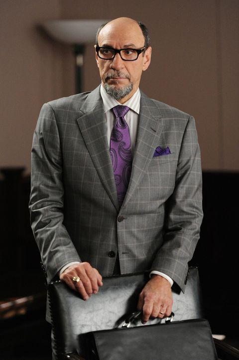 Der aufgeweckte Anwalt Burl Preston (Murray Abraham) vertritt einen Fernsehsender, der gegen angebliche Anstößigkeit einer Komödiantin vorgehen will... - Bildquelle: David M. Russell 2012 CBS Broadcasting, Inc. All Rights Reserved
