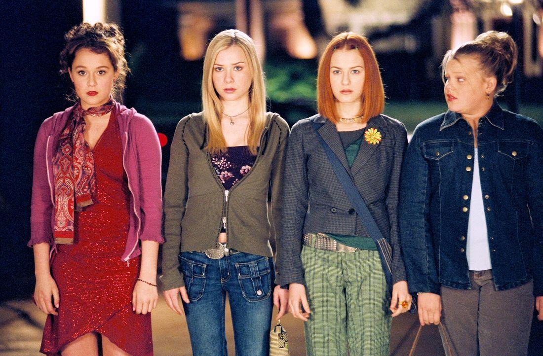 Bisher fielen Julie (Alexa Vega, l.) und ihre Freundinnen Hannah (Mika Boorem, 2.v.l.), Farrah (Scout Taylor-Compton, 2.v.r.) und Yancy (Kallie Flyn... - Bildquelle: 2004 METRO-GOLDWYN-MAYER PICTURES INC. ALL RIGHTS RESERVED.