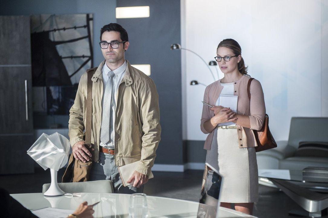 Eine neue Bedrohung taucht auf. Kara alias Supergirl (Melissa Benoist, r.) schließt sich mit ihrem Cousin Clark alias Superman (Tyler Hoechlin, l.)... - Bildquelle: 2016 Warner Bros. Entertainment, Inc.