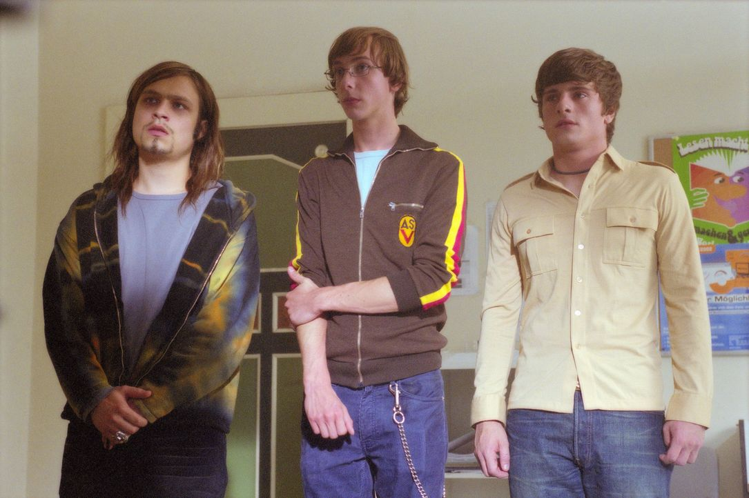 Die Schüler Chico (Florian Jahr, r.), Toby (Nicky Kantor, M.) und Maus (Tim Sander, l.) führen ein geruhsames Internatsleben. Da bekommen sie eine... - Bildquelle: Gordon Mühle ProSieben
