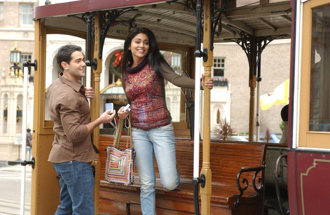 Granger Woodruff (Jesse Metcalfe, l.) erlebt eine wunderbare Zeit mit Jennifer David (Shriya Saran, r.) aus San Francisco. Was Granger nicht weiß:... - Bildquelle: 2008 OEL Productions, INC. All Rights Reserved.