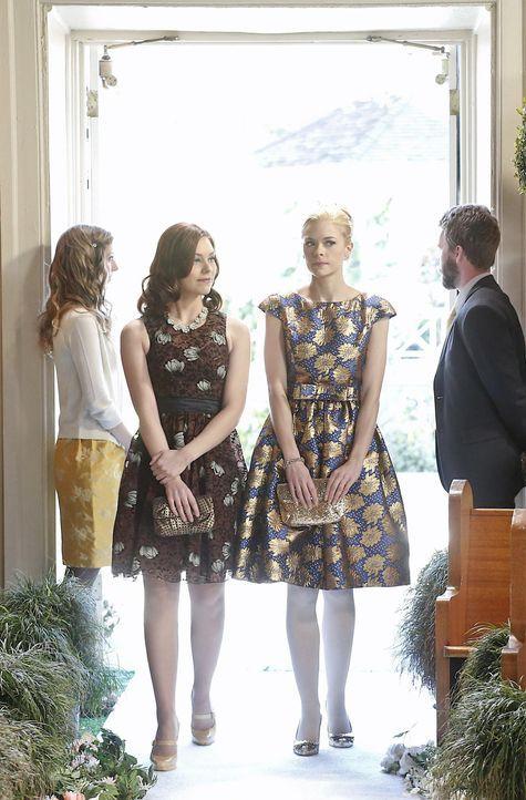Wird Lemon (Jaime King, 2.v.r.) es schaffen, ihrer eigentlich besten Freundin Annabeth (Kaitlyn Black, 2.v.l.) jemals zu vergeben? - Bildquelle: Warner Bros.
