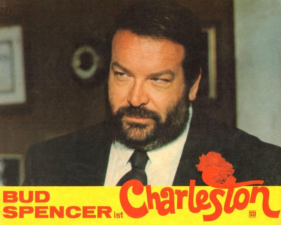 Der raffinierte Edelgauner Charleston (Bud Spencer, M.) will mit seinen Kumpanen den habgierigen amerikanischen Millionär Joe Lo Monaco zur Kasse bi... - Bildquelle: Tobis Film
