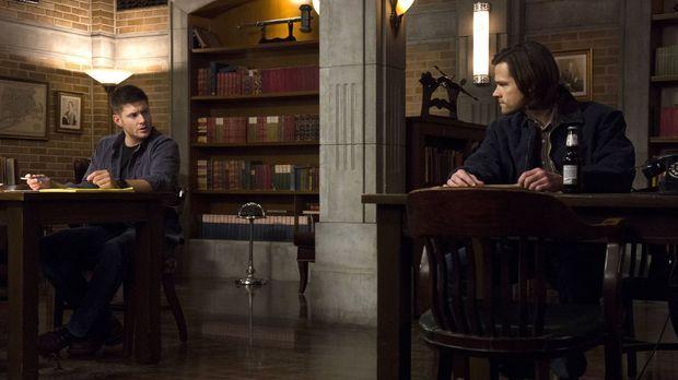 Während Sam (Jared Padalecki, r.) sich einem neuen Fall widmet, ist Dean (Jen...
