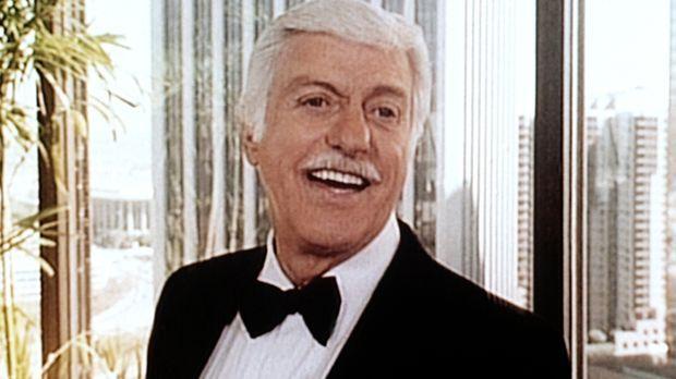 Dr. Sloan (Dick Van Dyke) ist auf dem Empfang des Bürgermeisters. © Viacom