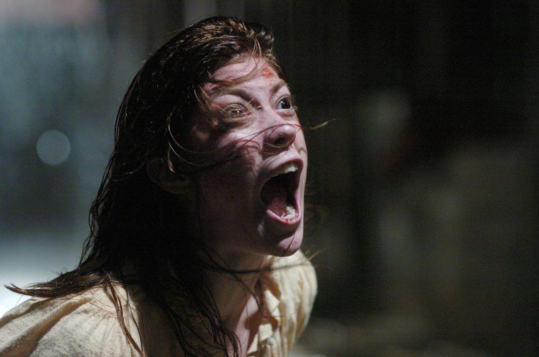 In Emily Rose (Jennifer Carpenter) tobt ein Kampf zwischen Gut und Böse auf Leben und Tod ... - Bildquelle: Sony Pictures Television International. All Rights Reserved.