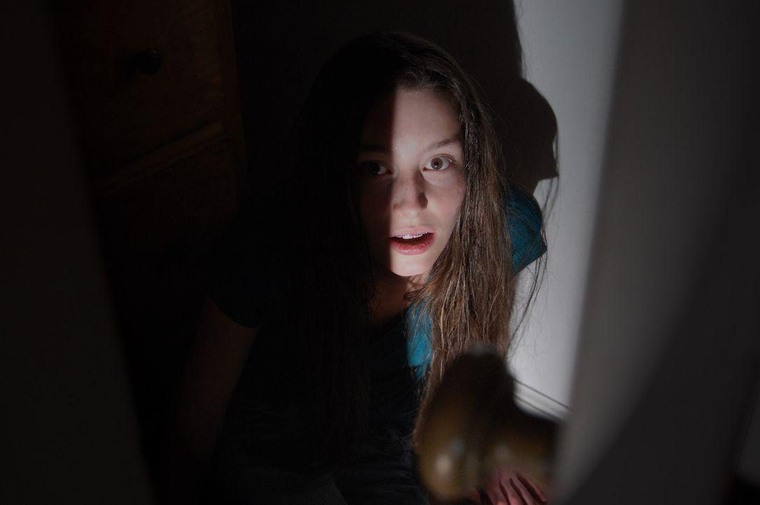 Hat die Tochter von David und Shelly Knotek tatsächlich mit ansehen müssen, wie ihre Eltern das Kindermädchen ermordet und hintern Haus verscharrt h... - Bildquelle: M2 Pictures