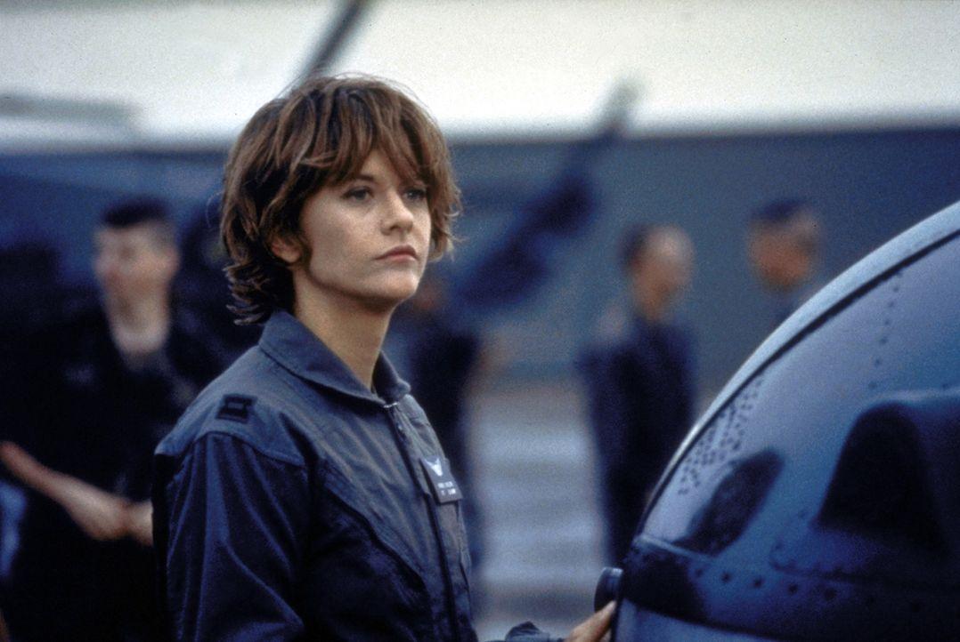 Die Hubschrauberpilotin Karen Walden (Meg Ryan, M.) ist im Kampeinsatz im Iraq getötet worden; jetzt soll sie dafür mit dem höchsten Orden ausgezeic... - Bildquelle: Twentieth Century-Fox Film Corporation