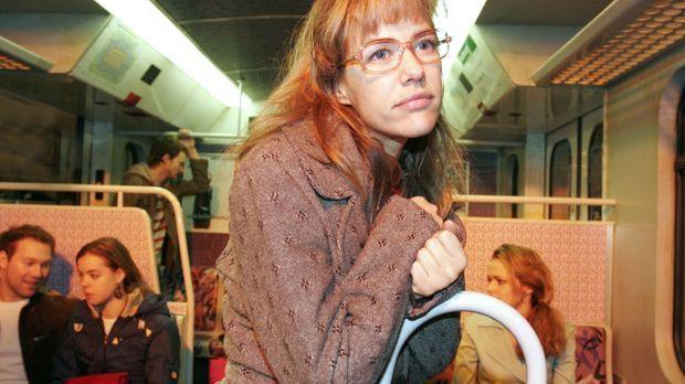 Davids Liebesgeständnis lässt Lisa (Alexandra Neldel) in die S-Bahn flüchten,...