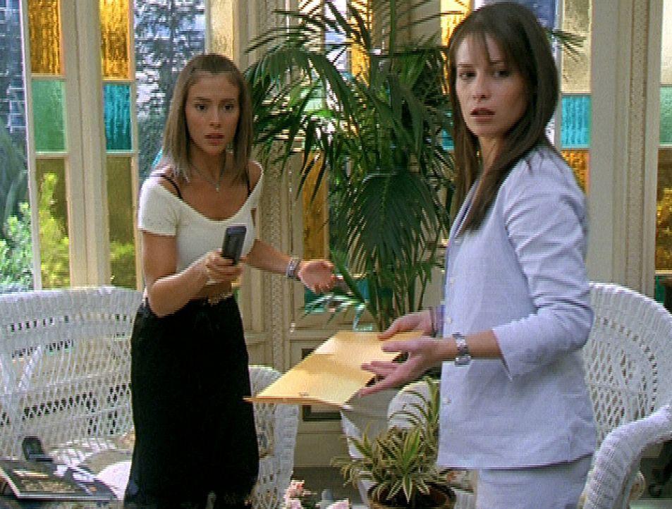 Phoebe (Alyssa Milano, l.) und Piper (Holly Marie Combs, r.) trauen ihren Augen nicht, denn es scheint sich etwas in dem alten Ölgemälde bewegt zu... - Bildquelle: Paramount Pictures