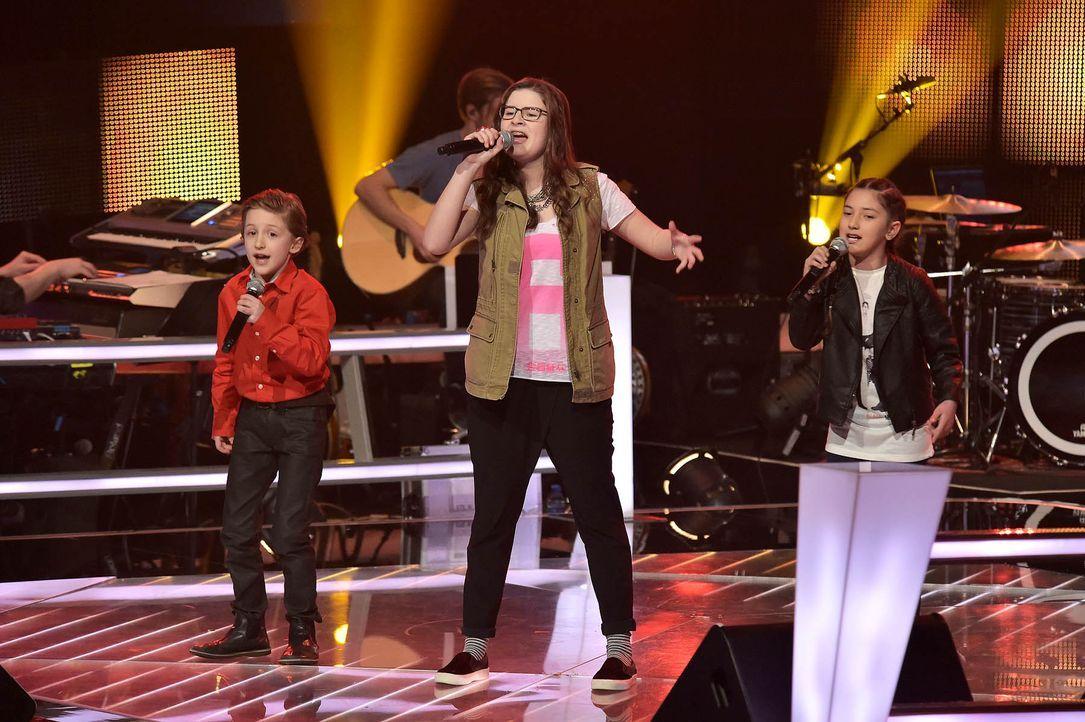 The-Voice-Kids-Stf03-Epi05-Auftritte-06-Nestor-Angelina-Jorena-SAT1-Andre-Kowalski - Bildquelle: SAT.1/ Andre Kowalski