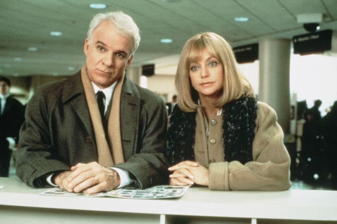 Als der arbeitslose Henry (Steve Martin, l.) ein Vorstellungsgespräch in New York hat, begleitet ihn Ehefrau Nancy (Goldie Hawn, r.) kurz entschlos... - Bildquelle: United International Pictures