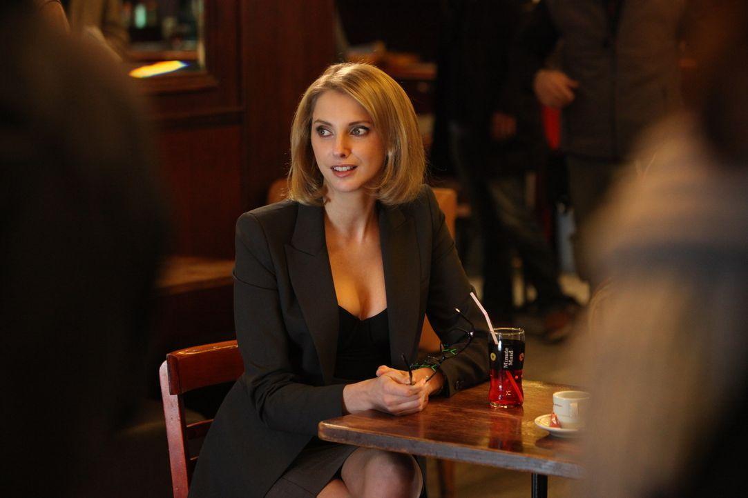 Was will die Anwältin Barbara Cluzel (Frédérique Bel) dieses Mal? - Bildquelle: Xavier Cantat 2011 BEAUBOURG AUDIOVISUEL