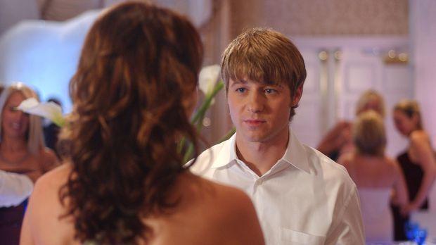 Summer, Marissa, Ryan (Benjamin McKenzie, r.) und Seth gehen wie in alten Zei...