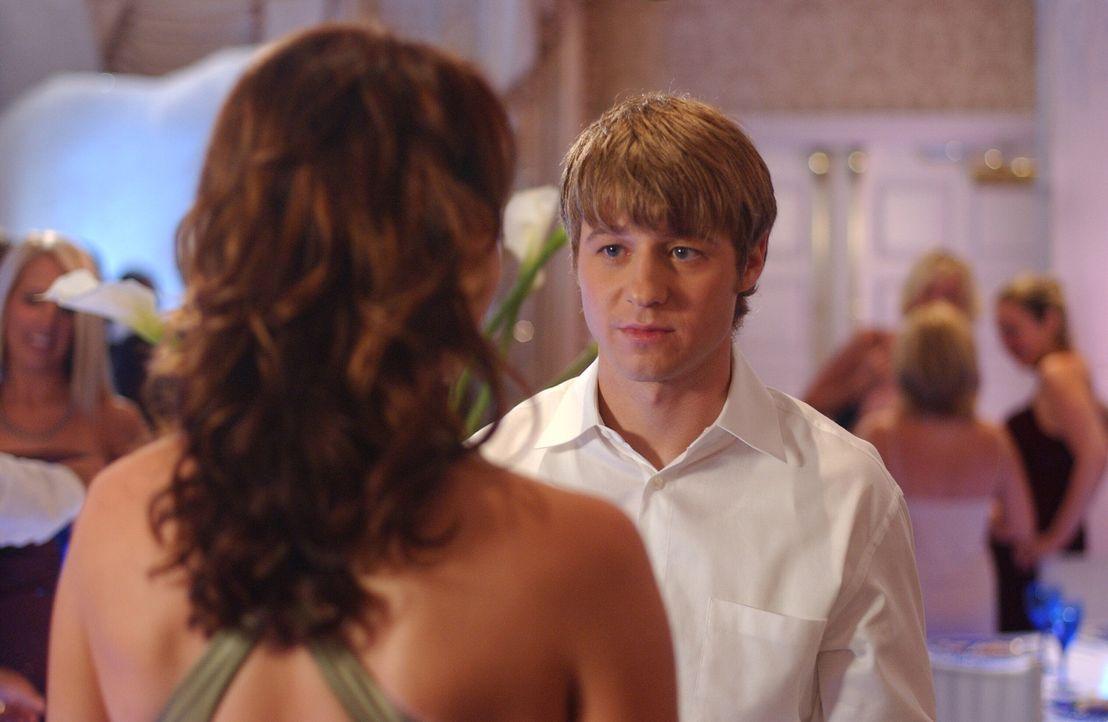 Summer, Marissa, Ryan (Benjamin McKenzie, r.) und Seth gehen wie in alten Zeiten zusammen zum Schulball. Sie merken jedoch, wie traurig es ist, dass... - Bildquelle: Warner Bros. Television