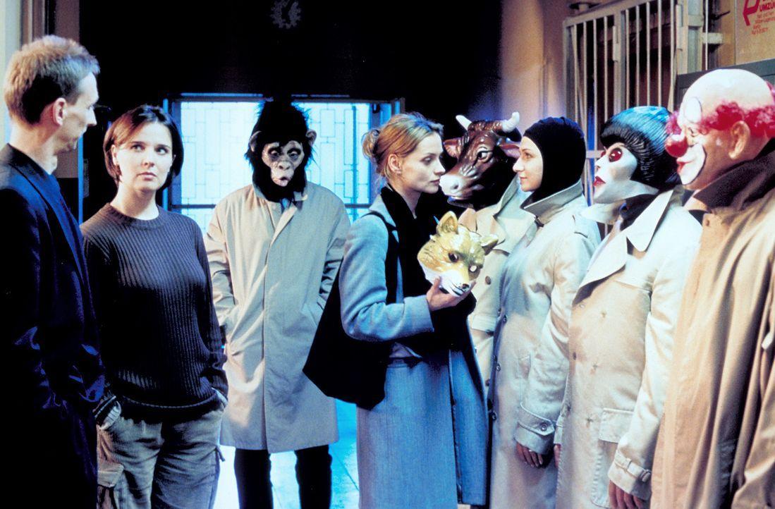 Kann Sylvie (Catherine Flemming, M.) den Killer mit der Maske identifizieren? - Bildquelle: Katrin Knoke ProSieben