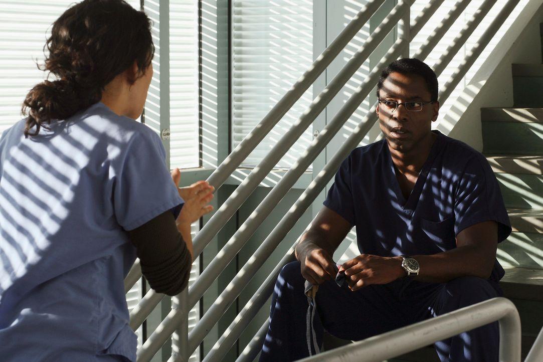 Werden auf eine harte Probe gestellt: Cristina (Sandra Oh, l.) und Burke (Isaiah Washington, r.) ... - Bildquelle: Touchstone Television