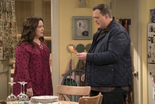 Mike & Molly - Nachdem Molly (Melissa McCarthy, l.) einer schwangeren Obd...