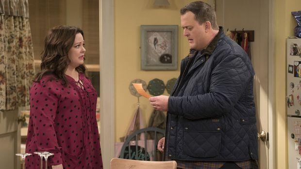 Nachdem Molly (Melissa McCarthy, l.) einer schwangeren Obdachlosen ihre Unter...
