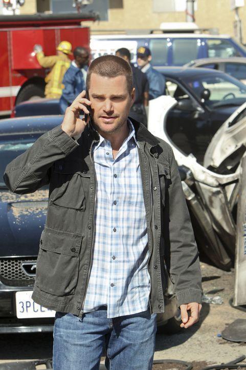 Callen (Chris O'Donnell) muss die schweren Vorwürfe einer Journalistin abwehren, die das Team für die Explosion auf einer Wohltätigkeitsveranstaltun... - Bildquelle: CBS Studios Inc. All Rights Reserved.