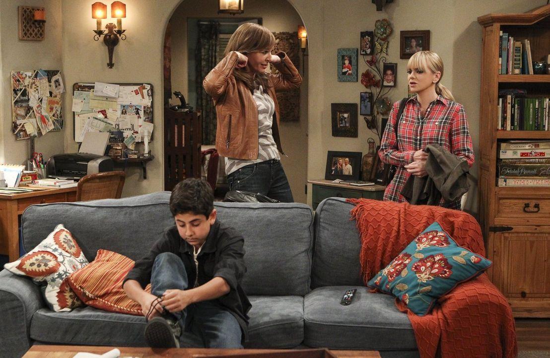 Bonnie (Allison Janney, M.) findet, dass sich Christy (Anna Faris, r.) überfürsorglich verhält, nachdem sie mitgekriegt hat, dass ihr Sohn Roscoe (B... - Bildquelle: 2016 Warner Bros. Entertainment, Inc.