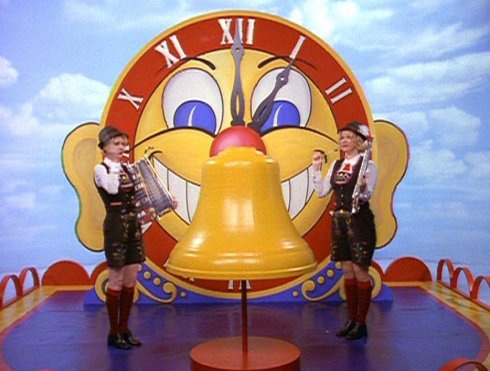 Hilda (Caroline Rhea, r.) und Zelda (Beth Broderick, l.) müssen einen Tag lang das Leben einer Uhr führen ... - Bildquelle: Paramount Pictures