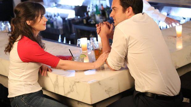 Sind zwischen Freundschaft und etwas mehr gefangen: Jess (Zooey Deschanel, l....