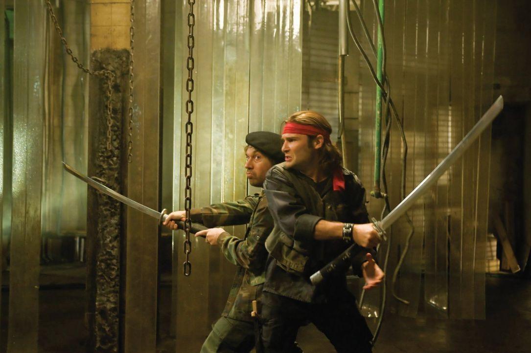 Müssen verhindern, dass alle Menschen zu Untoten werden: Die Brüder Edgar (Corey Feldman, r.) und Alan Frog (Jamison Newlander, l.) stellen sich den... - Bildquelle: 2010 Warner Bros.