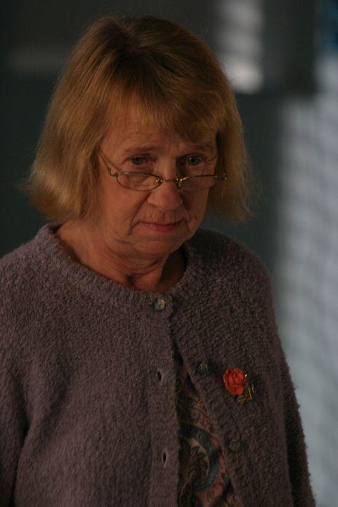 An ihrem letzten Schultag bricht Joan plötzlich zusammen und wird ins Krankenhaus eingeliefert. Sie leidet an Borreliose, die mit Hirnhautentzündu... - Bildquelle: Sony Pictures Television