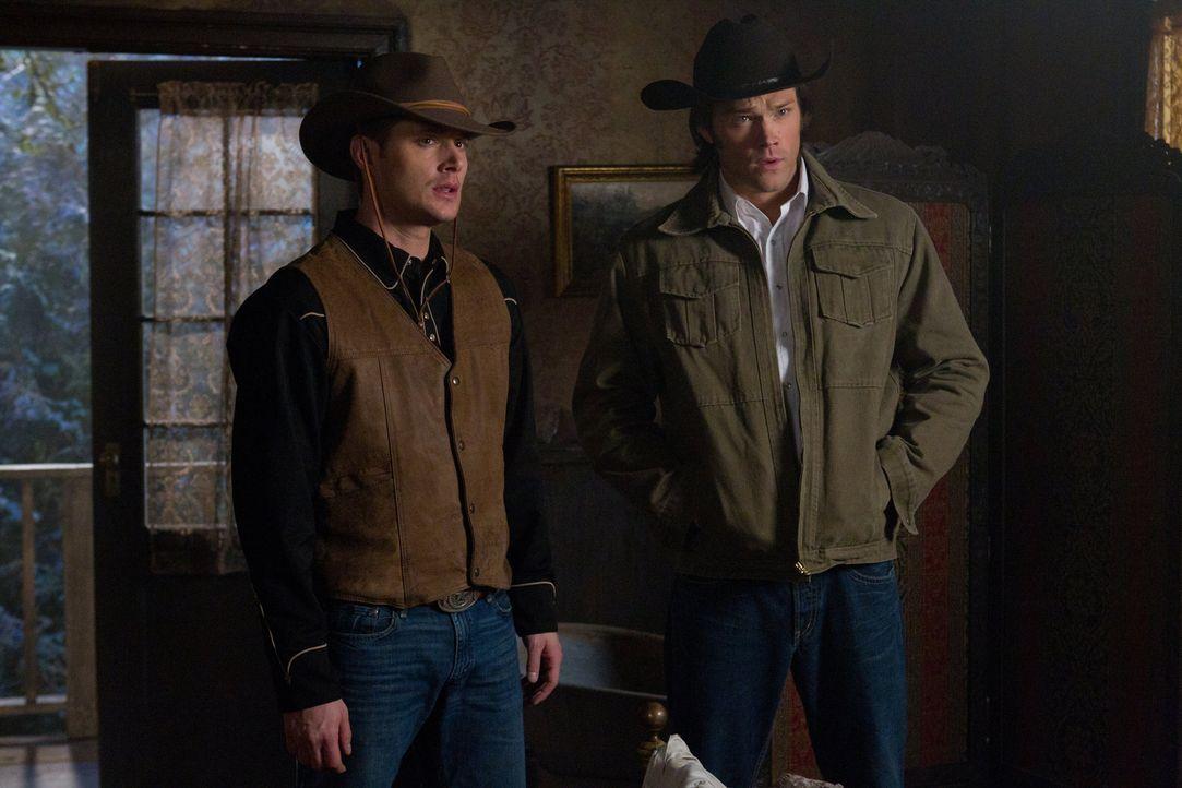 In der Vergangenheit müssen Sam (Jared Padalecki, r.) und Dean (Jensen Ackles, l.) die einzige Waffe gegen die Mutter aller einsammeln, aber so einf... - Bildquelle: Warner Bros. Television