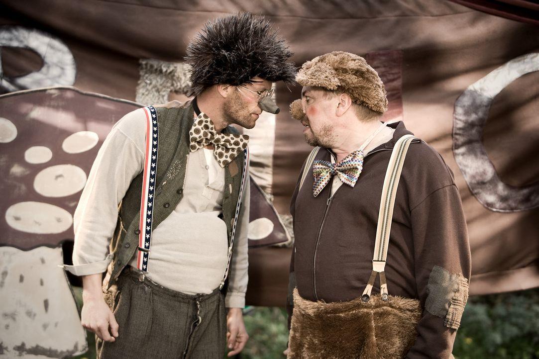 Ludo (Til Schweiger, l.) macht dem Berufsclown Bello (Armin Rohde, r.) gehörig Konkurrenz im Kinderhort ... - Bildquelle: Warner Bros.