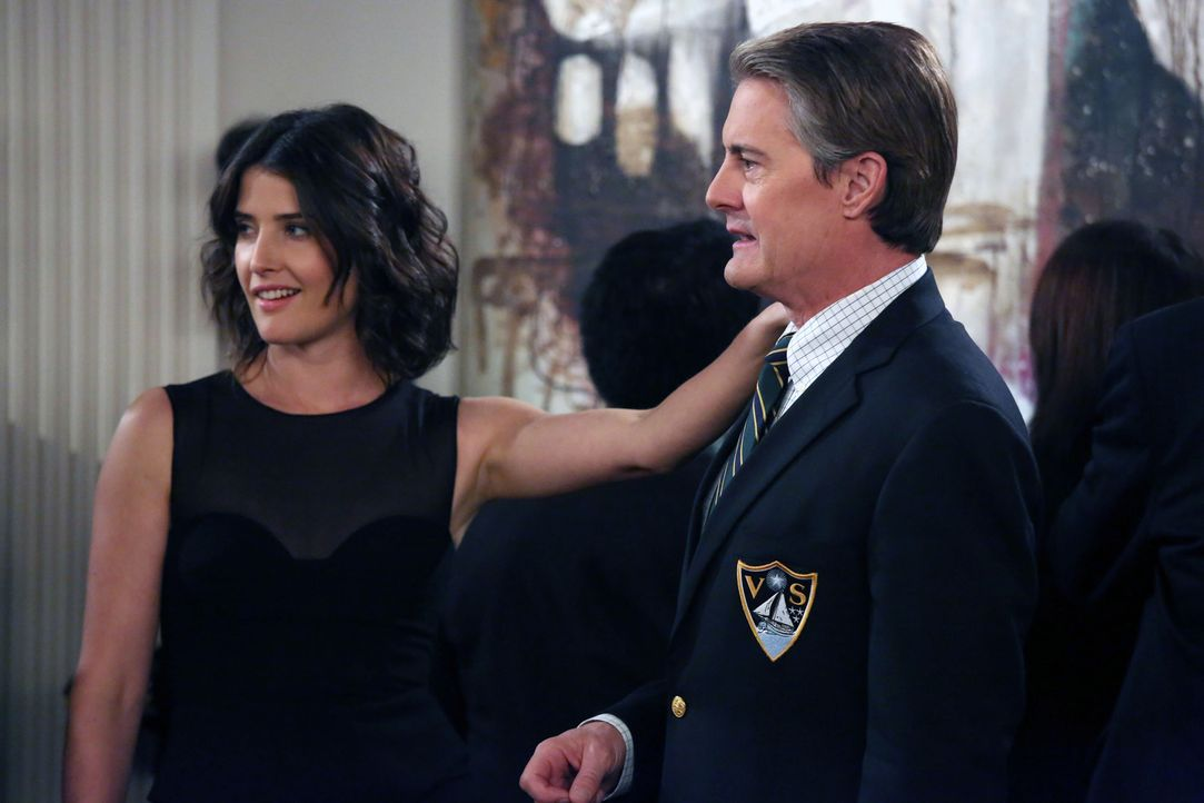 Robin (Cobie Smulders, l.) glaubt, dass der Captain (Kyle MacLachlan, r.) in sie verliebt ist. Doch hat sie damit wirklich Recht? - Bildquelle: 2013 Twentieth Century Fox Film Corporation. All rights reserved.