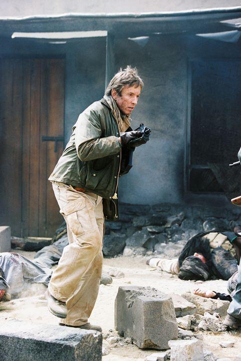 Joe Johnson (Scott Glenn) riskiert immer wieder sein Leben für die Homefront Security ... - Bildquelle: TM &   2006 CBS Studios Inc. All Rights Reserved.