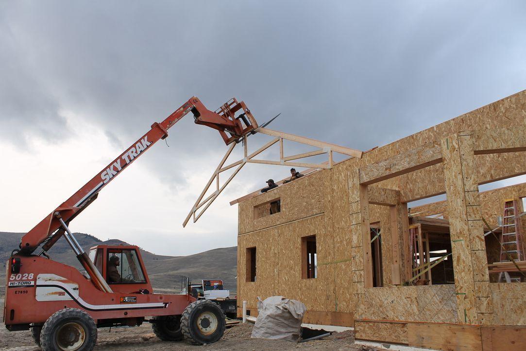 Jon und Etta Smiths Bau ist in vollem Gange, doch werden sie es tatsächlich noch rechtzeitig vor dem Wintereinbruch schaffen? - Bildquelle: 2016,DIY Network/Scripps Networks, LLC. All Rights Reserved