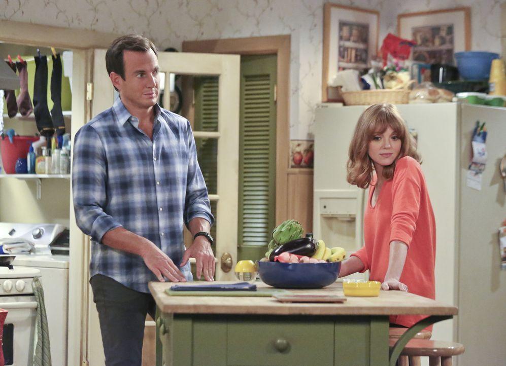Nun scheint ihre Mutter völlig durchzudrehen: Nathan (Will Arnett, l.) und Debbie (Jayma Mays, r.) verstehen die Welt nicht mehr, als eine ganz spe... - Bildquelle: 2013 CBS Broadcasting, Inc. All Rights Reserved.