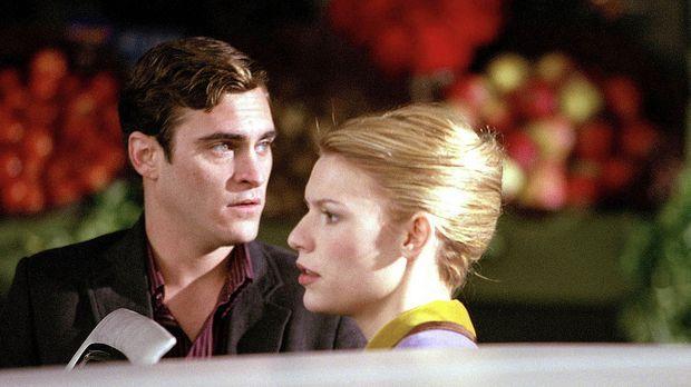 Als John (Joaquin Phoenix, l.) dem Geheimnis allmählich auf die Spur kommt, f...
