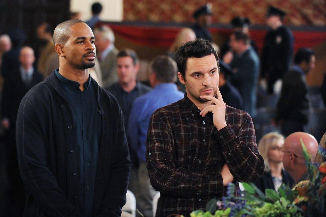 Als Coach (Damon Wayans Jr., l.) und Nick (Jake Johnson, r.) Winstons neue Ausbilderin kennen lernen, machen sie sich ernsthaft Sorgen um ihn ... - Bildquelle: 2015 Twentieth Century Fox Film Corporation. All rights reserved.