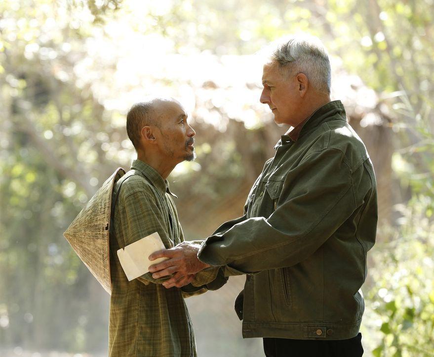 Was hat Ky Van Tu (Long Nguyen, l.) mit dem neuen Fall, in dem Gibbs (Mark Harmon, r.) ermittelt, zu tun? - Bildquelle: 2014 CBS Broadcasting, Inc. All Rights Reserved