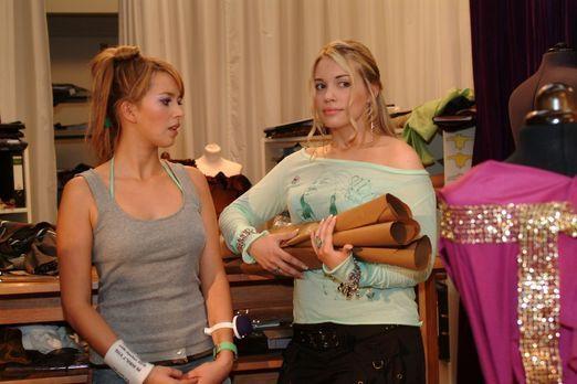 Verliebt in Berlin - Hannah (Laura Osswald, l.) erkundigt sich bei Kim (Lara-...