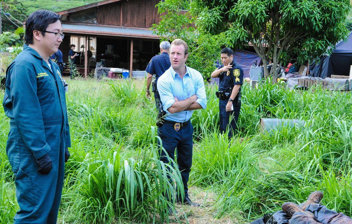 Die Ermittlungen in einem neuen Mordfall bringen Danny (Scott Caan, vorne r.), Max (Masi Oka, vorne l.) und das restliche Team zu einem Fall aus der... - Bildquelle: Norman Shapiro 2014 CBS Broadcasting Inc. All Rights Reserved.