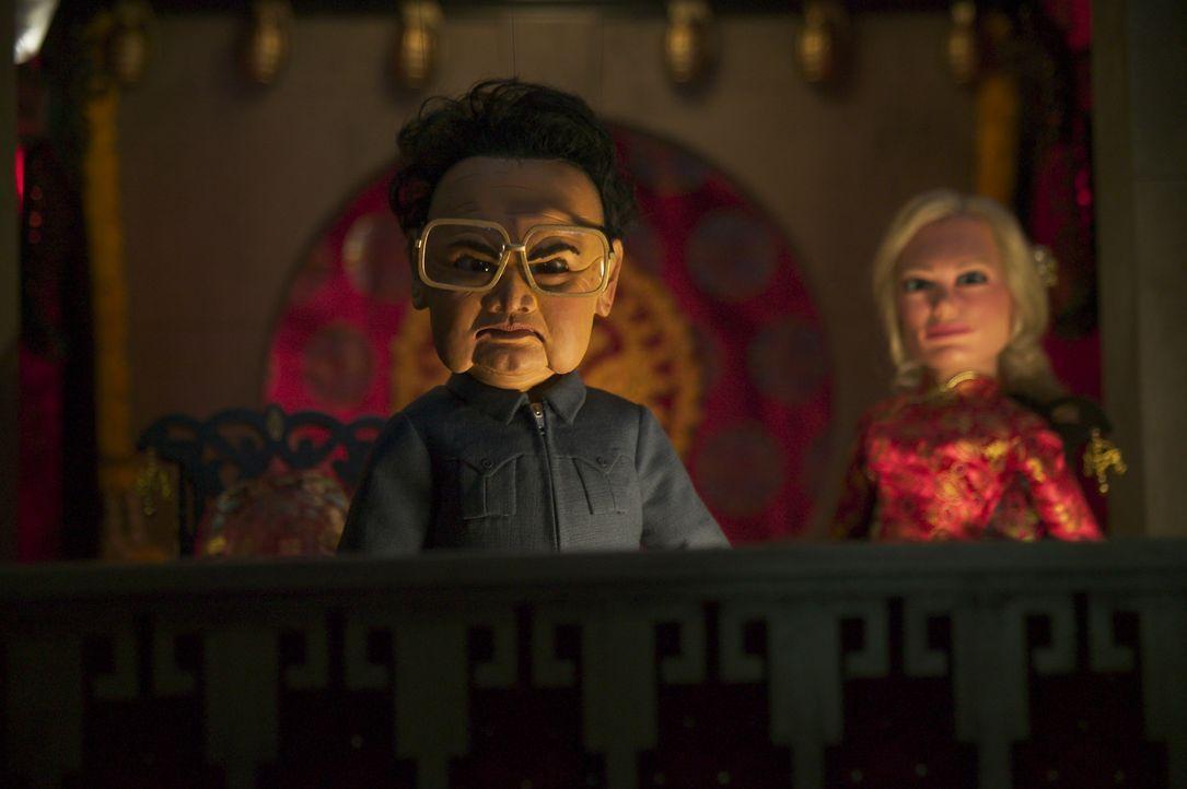 Der nordkoreanische Diktator Kim Il Sung (l.) hat einen Haufen Minderwertigkeitskomplexe, die er mit einem Vernichtungsschlag gegen die USA kompensi... - Bildquelle: Paramount Pictures